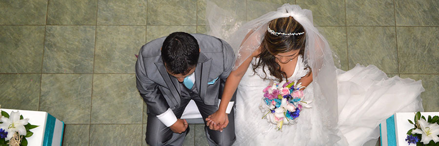 pareja-boda-azul